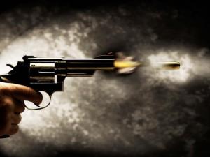 disparando-el-revolver[1]