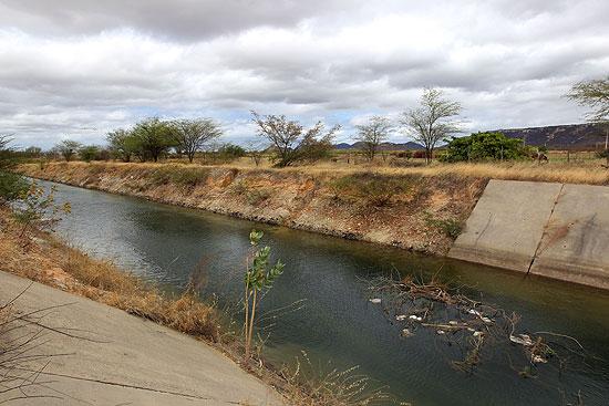 11246262 A exemplo da transposição, obra que levaria irrigação ao Sertão da Bahia passa por suspeitas de irregularidades