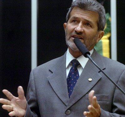 Gonzaga Patriota 2 Da tribuna da Câmara, Gonzaga contesta números do Governo Dilma sobre Ensino Superior