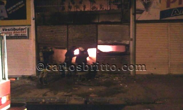 Incêndio1 Incêndio destrói loja no Centro de Petrolina