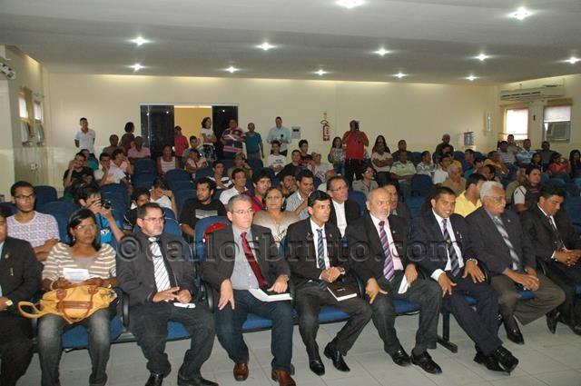Vereadores presentes e plenário_640x425