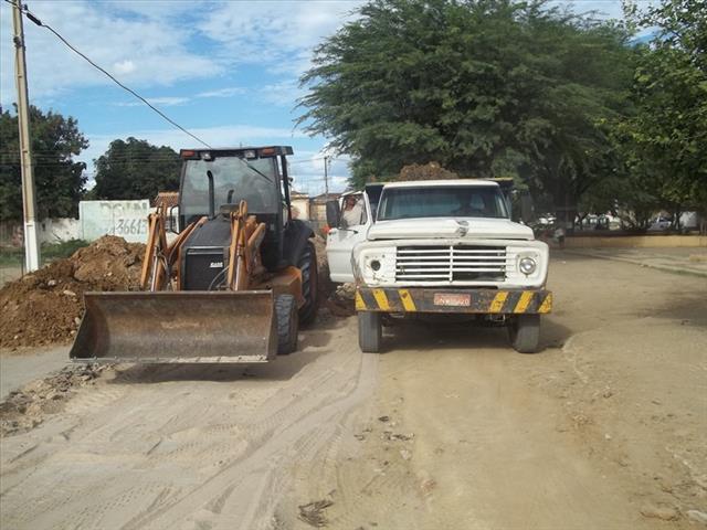 100 8841 Mais uma: veículos da Prefeitura de Juazeiro estariam realizando serviços em terreno do prefeito