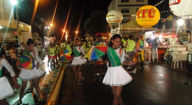 Carnaval 51 640x350 Criatividade e mobilização social marcam penúltimo dia do Carnaval de Petrolina