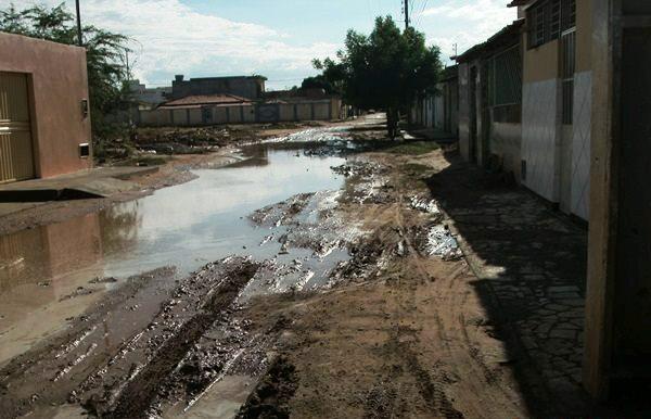 Chuva 1 Chuvas continuam causando transtornos em bairros de Petrolina e Juazeiro