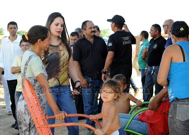 andrea lossio Primeira dama Andrea Lossio convoca população a reforçar campanha em prol de petrolinenses desabrigados pelas chuvas