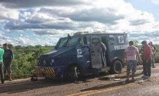 carroforte Bandidos levam R$ 2 milhões em assalto a carro forte no Sertão