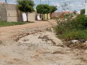 Rua bairro Jatobá 300x225 Vereador quer providências para minimizar situação de rua do Jatobá que recebe água de condomínios particulares