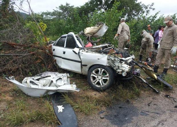 acidente custódia Acidente entre carro e caminhão deixa dois mortos em Custódia