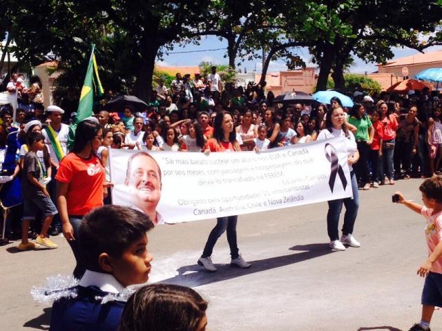 10687097 538109836290386 7868171994669096276 n Homenagens a Ariano Suassuna e Eduardo Campos marcam desfile de 7 de Setembro em Cabrobó