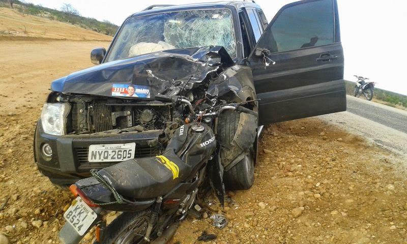 ACIDENTEDEPUTADOBAHIA Carro de deputado atropela e mata motociclista em Rodelas