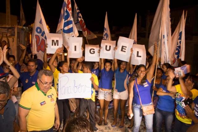 Caminhada Cohab 4 Fernando Filho e Miguel Coelho fazem caminhada na Cohab Massangano e intensificam conversas na área irrigada