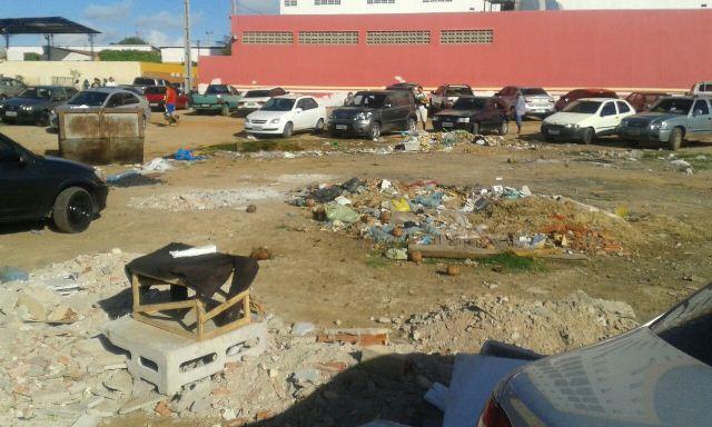 IMG 20140916 WA0004 2 Esgoto e lixo tomam conta de área nas proximidades da feira da Cohab Massangano