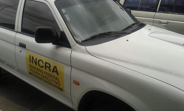carro incra estacionamento2 640x385 Leitor registra carro do Incra estacionado em vaga para idosos no Aeroporto Senador Nilo Coelho