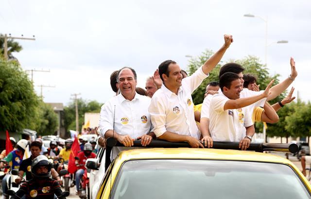 dhoni em carreata camara Empolgado com campanha de Câmara, prefeito de Lagoa Grande afirma: Vai continuar olhando pelos sertanejos