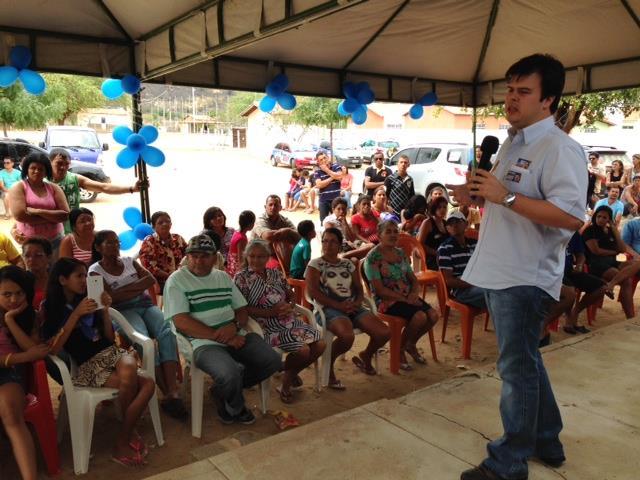 fernando filho no capim 2 640x480 Acompanhado de Miguel Coelho, Fernando Filho visita comunidade do Capim