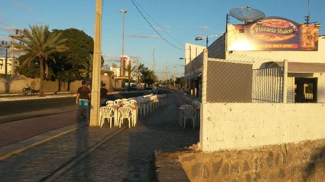 foto Leitor denuncia ocupação irregular em calçada da Orla II
