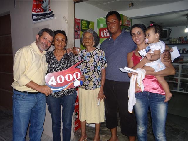 gonzaga 2 Durante caminhada no Gercino Coelho, Gonzaga recebe demonstrações de apoio e carinho da comunidade