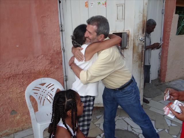 gonzaga Durante caminhada no Gercino Coelho, Gonzaga recebe demonstrações de apoio e carinho da comunidade