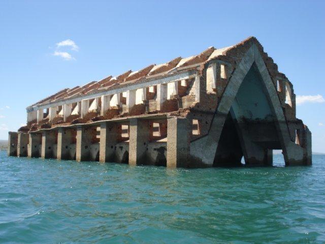 Estiagem revela constru o inundada pelo lago de itaparica for Cabina lago north carolina