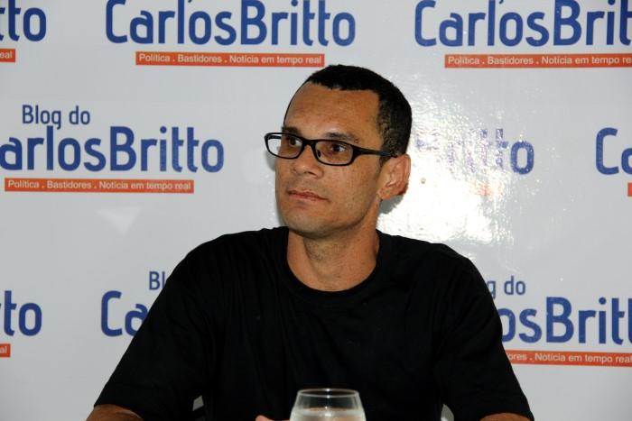 Carlos Santos pres e estudante