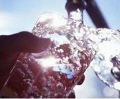 agua na torneira