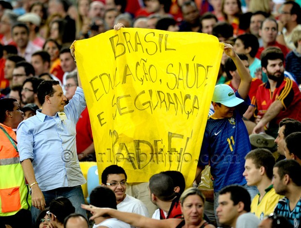 cartaz_protesto_maracana/Foto: AFP