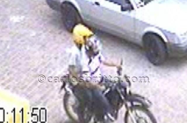 moto sendo roubada