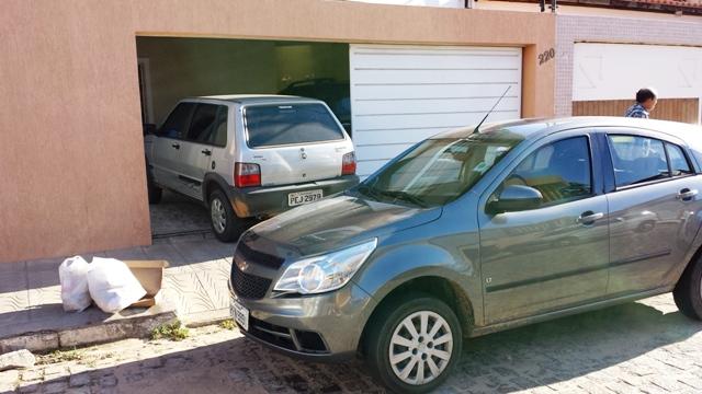 Carro garagem Rua da Simpatia
