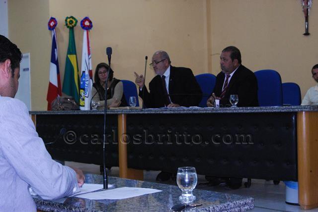 Vereador Damião Medrado preside sessão_640x428