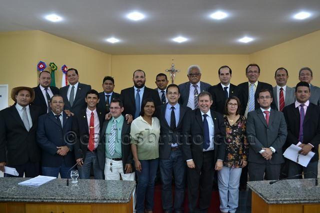 Vereadores posam depois de aprovar  projetos do novo centro administrativo