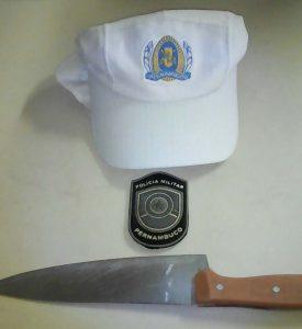 homem preso com faca