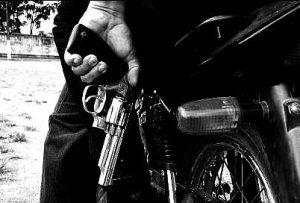 assaltantes-armados-moto