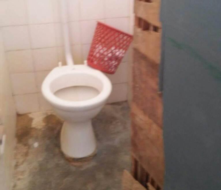 escola-c-3-banheiro