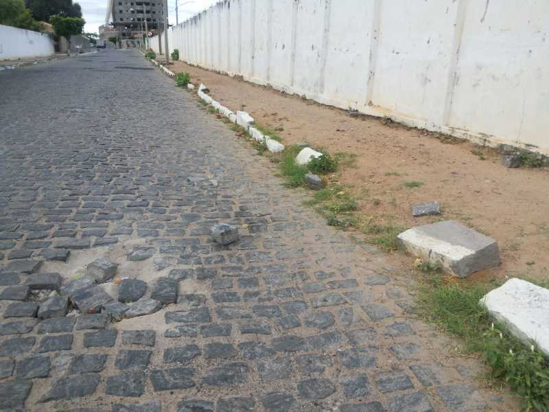 buracos-rua-ana-neri-estadio