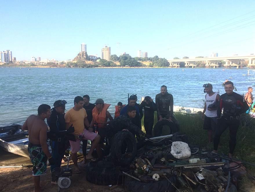 mergulhadores-lixo-riosao-francisco-juazeiro