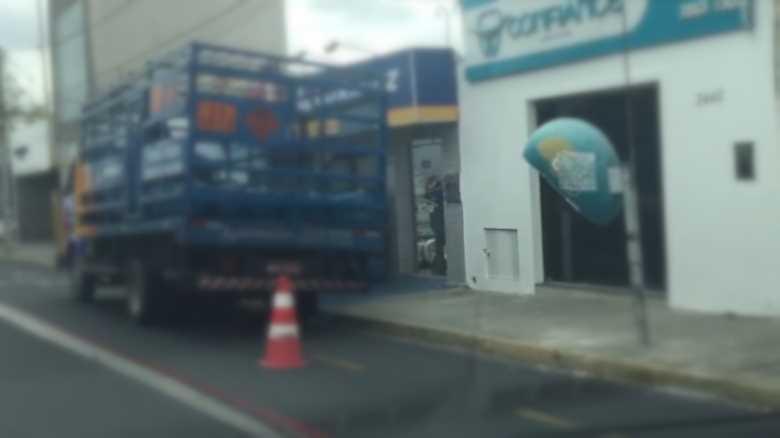 caminhao-parado-avenida-guararapes