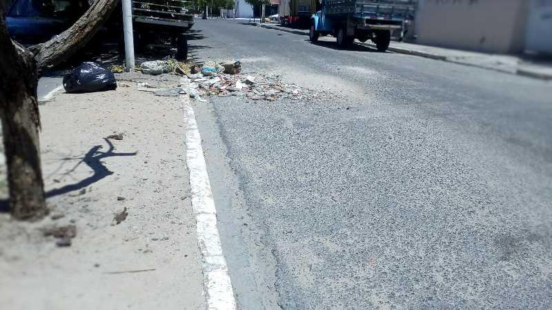 lixo-rua-umburana