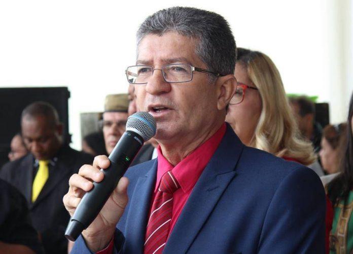 Resultado de imagem para prefeito de senhor do bonfim carlos brasileiro e professores
